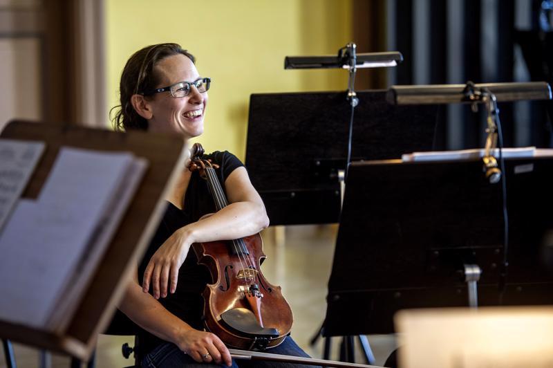 Malin Bromanin ei tarvinnut miettiä kahta kertaa kun häntä kysyttiin Keski-Pohjanmaan Kamariorkesterin taiteelliseksi johtajaksi.