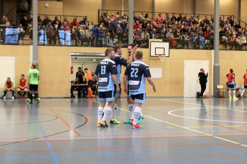 Monkuloiden Sami Finnilä, Jarkko Ojala, Tuomas Puronaho ja Olli Piili juhlivat maalia kotiyleisön edessä. Rauma tasoitti kuitenkin pelin viimeisillä sekunneilla.