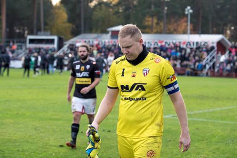 GBK:n kapteeni joutui poistumaan pettyneenä kentältä Porissa.