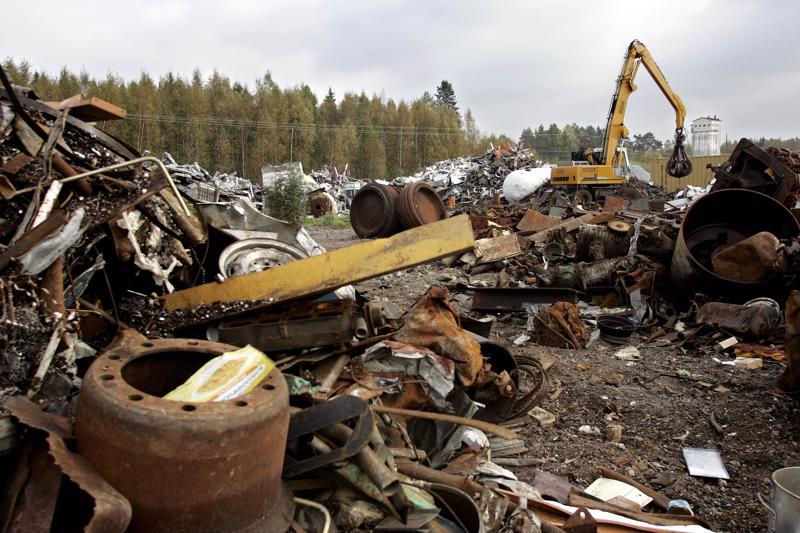 Suomeen tuodun sulatettavan romumetallin joukossa oli radioaktiivista amerikium-alkuainetta. Säteilyturvakeskus STUK tutkii aineen alkuperää.