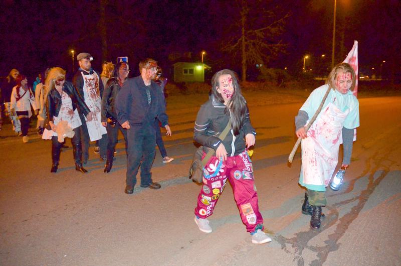 Pari vuotta sitten Centria-ammattikorkeakoulun opiskelijajärjestö järjesti zombiekävelyn Ylivieskassa