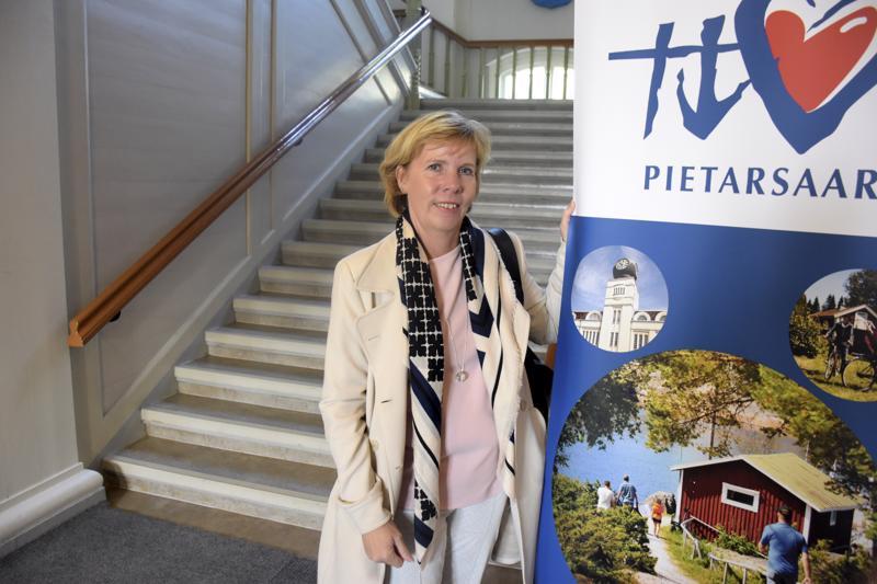 RKP:n puheenjohtaja Anna-Maja Henriksson toivoo, että Kokkolan ja Pietarsaaren sairaaloiden välinen yhteistyö hyödyttäisi molempia osapuolia.