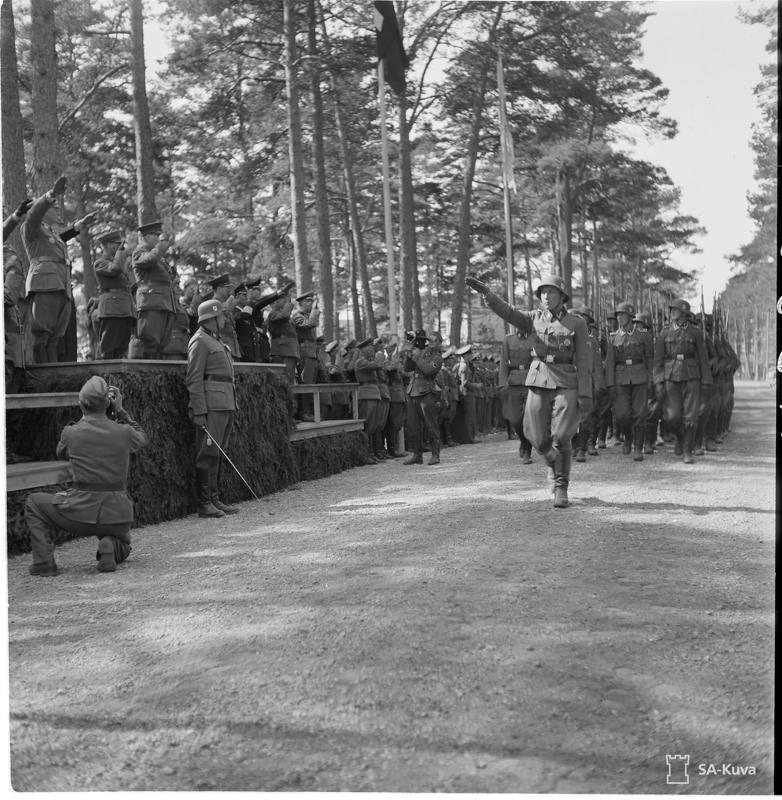 Suomalaisten SS-miesten vapaaehtoispataljoonan ohimarssi järjestettiin kotiinpaluun kunniaksi kesäkuun alussa 1943.