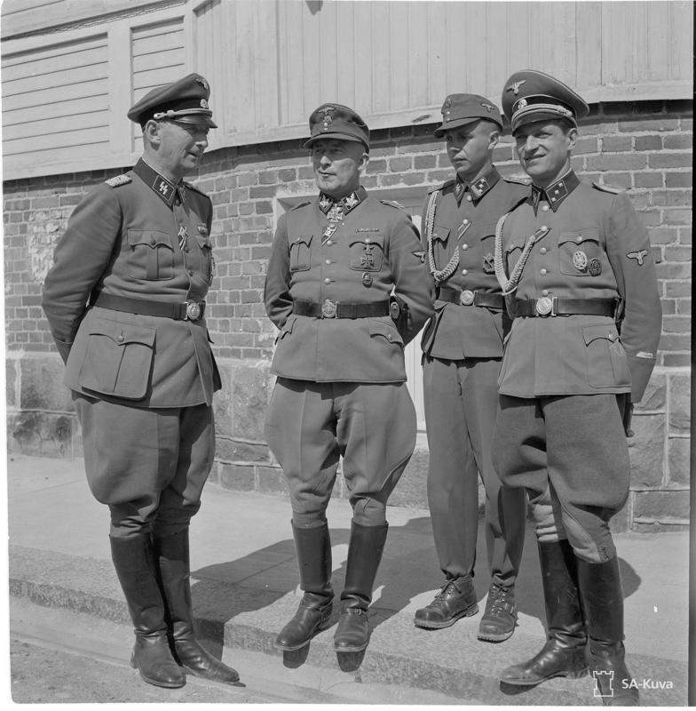 SS-kenraali Felix Steiner (toinen vasemmalta) osallistui suomalaispataljoonan saapumisjuhlallisuuksiin Hangossa ja Tampereella.