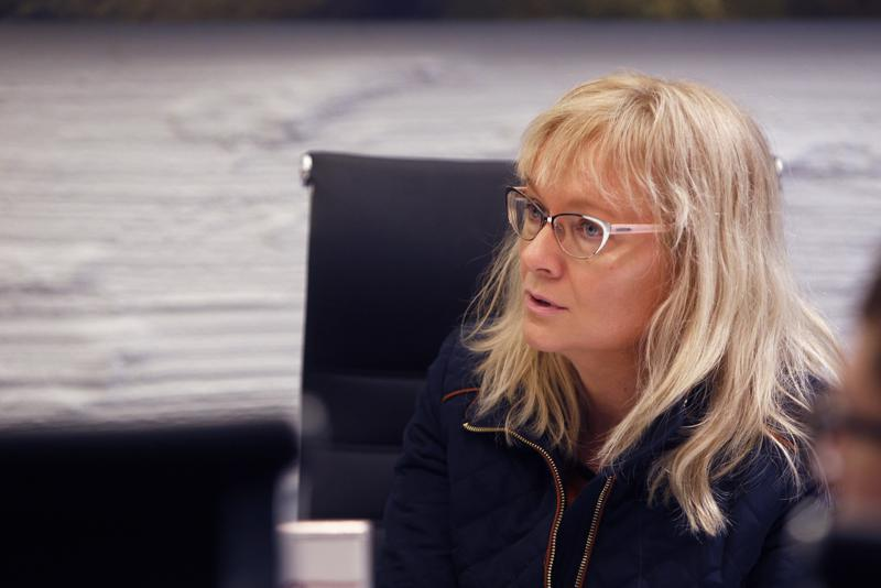 JHL:n puheenjohtaja Päivi Niemi-Laine tyrmää pääministeri Juha Sipilän (kesk.) eduskunnassa järjestämän näytelmän.
