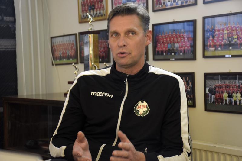 Niklas Käcko jatkaa Jaron päävalmentajana kahden vuoden sopimuksella.