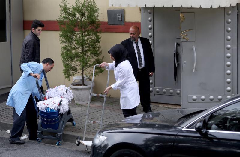 Diplomaattiauto ajoi Saudi-Arabian konsulaatin eteen tiistaina Turkin Istanbulissa. Valvontanauhoissa toimittaja Khashoggi käveli 2. lokakuuta tänne sisään, muttei ulos.