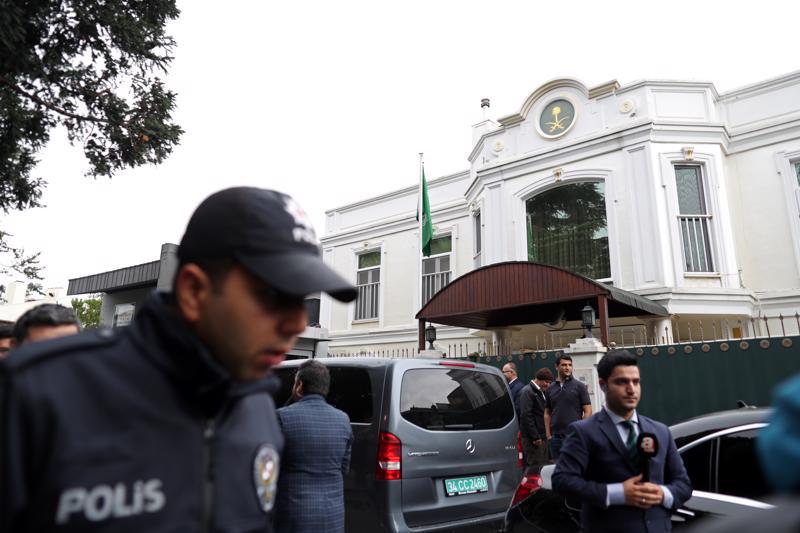 Saudiviranomaiset saapuivat keskiviikkona Saudi-Arabian konsulaattiin Turkin Istanbuliin selvittämään toimittaja Jamal Khashoggin katoamista.