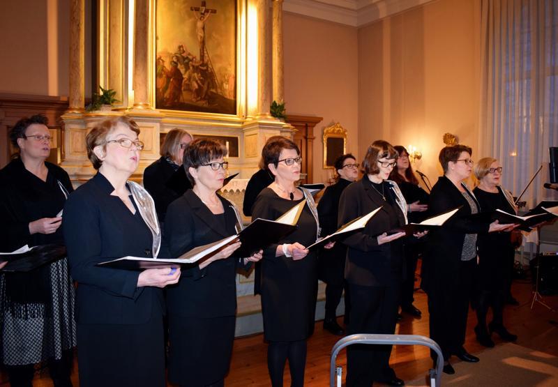Jehiel-kuoro viime vuoden produktiossaan Suomalainen messu, Pietarsaaren kirkossa. Lasse Heikkilän teos esitettiin Suomen 100-vuotisjuhlan tiimoilta.