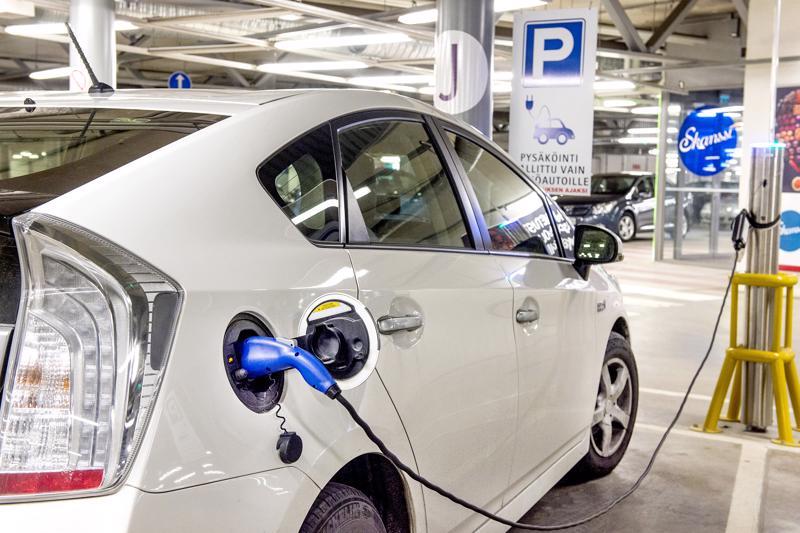 Täyssähköautot tuovat Suomeen nyt hyviä uutisia, sillä Suomessa valmistetaan niihin tarvittavia tärkeitä akkumateriaaleja.