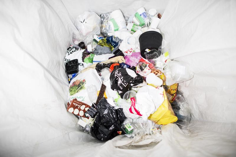 Tällä hetkellä Euroopassa tuotetaan vuosittain 25 miljoonaa tonnia muovijätettä, josta alle 30 prosenttia kierrätetään.