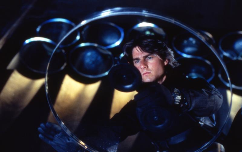Huippuagentti Ethan Hunt (Tom Cruise) taistelee, ettei tappajavirus ja vasta-aine joudu väärin käsiin Vaarallinen tehtävä II -elokuvassa.