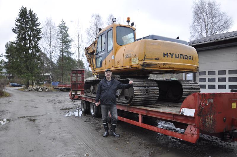 Juha Koskela valittiin Lestijärven vuoden yrittäjäksi 2018. Koskelan toimenkuva on laaja: koneurakoinnista ja korjaustöistä auraukseen ja kotipalvelun ruokien kuljettamiseen.