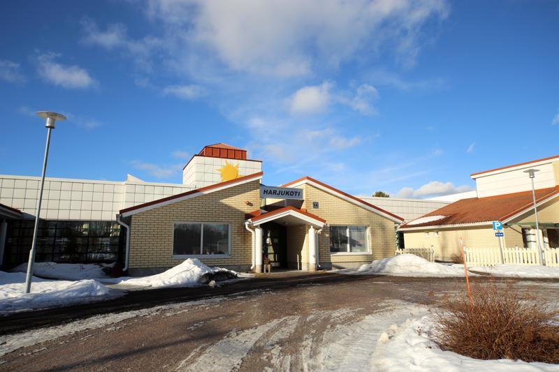 Vetelissä sijaitseva Harjukoti on herättänyt kiinnostusta yksityisissä hoiva-alan toimijoissa. Kunnanjohtaja Hannu Jyrkkä myöntää, että keskusteluja eri toimijoiden kanssa käydään.