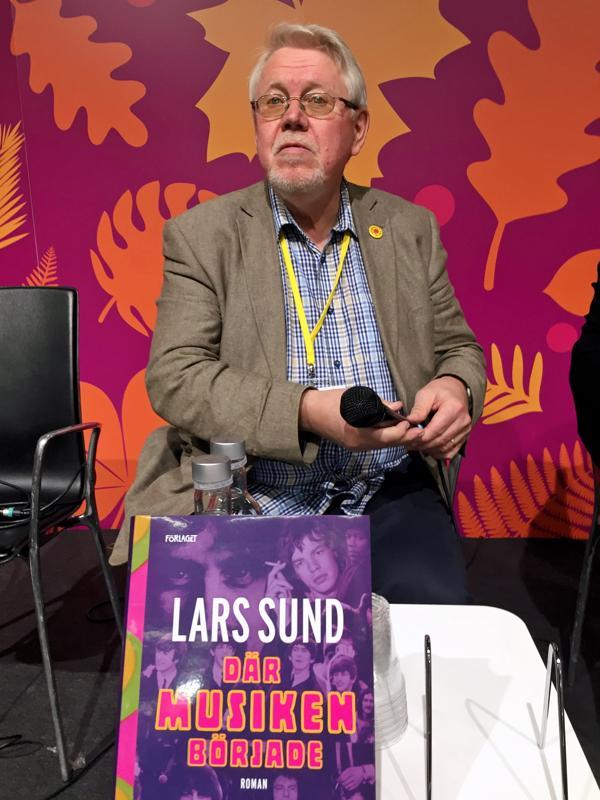 """- Haluan kirjoittaa nuoruuteni Pietarsaaresta, etten menettäisi sitä. Enää se ei ole """"hitonmoinen rotankolo"""" kuten nuorena luulin, sanoo kirjailija Lars Sund."""