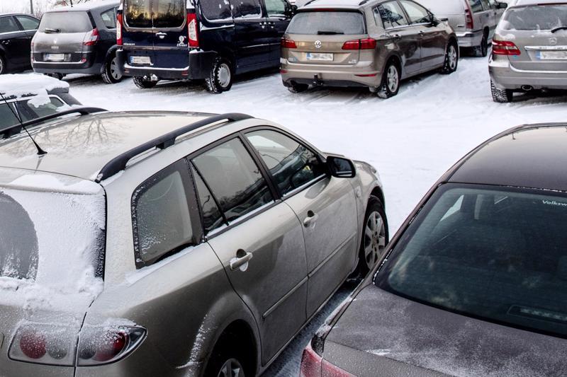 Pelkkä pienipäästöisten autojen autoveron lasku ei poista suomalaisen tieliikenteen ongelmaa. Dieselillä ajelevat suomalaiset kaipaavat selkeää tiekarttaa missä vaiheessa ja millä keinoin dieselautot häviävät Suomen teiltä.