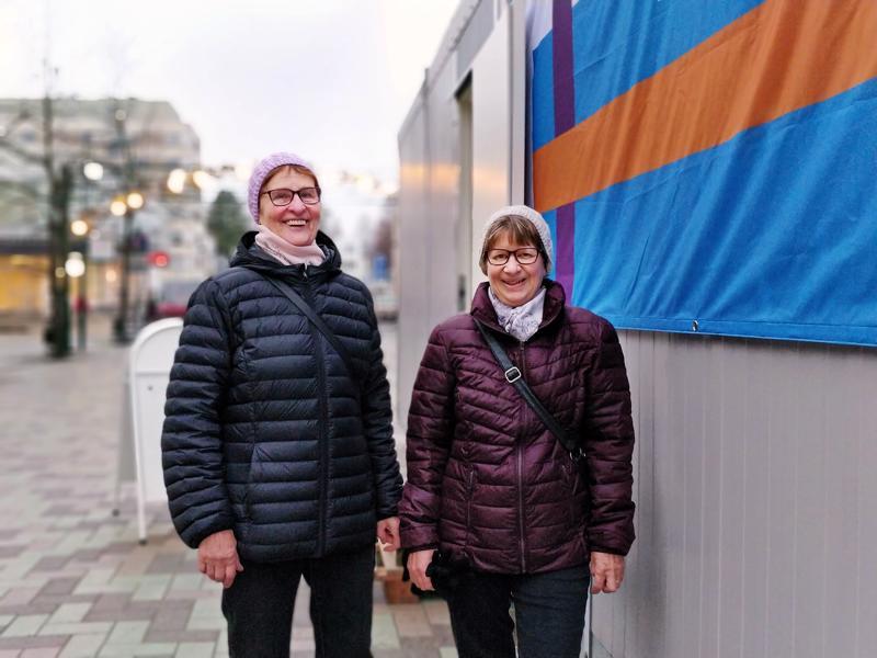 Maila Mäntylä ja Aino Saariaho ovat parhaat ystävykset vuosikymmenten takaa. – Jaamme  arjessa kaiken, myös äänestämässä on kiva käydä yhdessä.