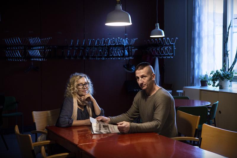 Minna ja Jouni Mustonen tekivät kirjan Ykspihlajan toimitalosta ja samalla tallensivat kansien väliin kokkolalaista ajankuvaa.