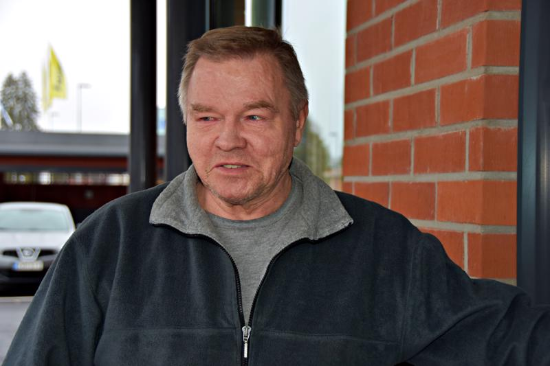 Reino Sainkangas: Kotona aika vaatimattomasti. Se on omassa elämässä ihan tavallinen päivä, johon ei kuulu mitään erityistä.