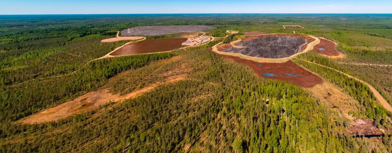 Syväjärvi on toistaiseksi järvi, mutta järvi kuivatetaan ja tilalle tulee valtava avolouhos. Kaivostoiminnan päättyessä Syväjärvestä tulee jälleen järvi, mutta aidosti syvä järvi.
