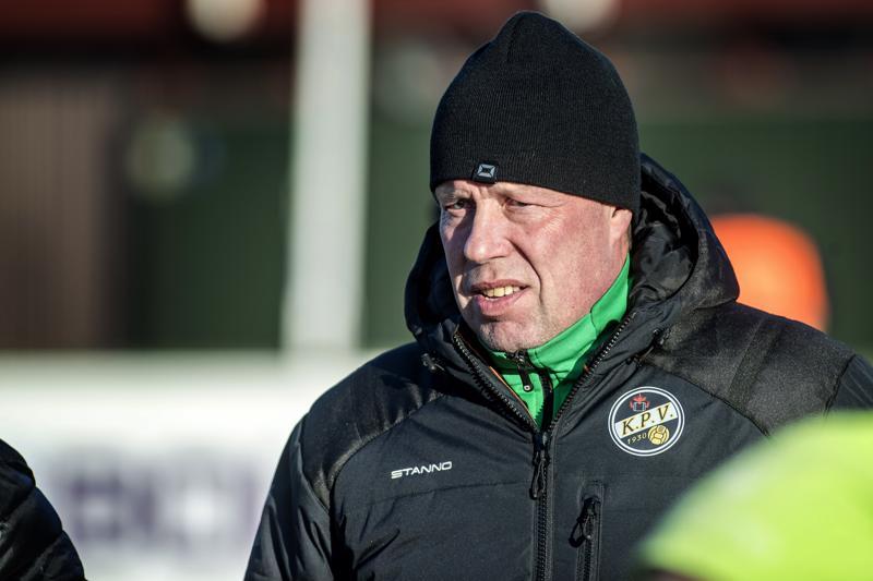 Kokkolan Pallo-Veikot jatkaa Jarmo Korhosen valmennuksessa tulevalla jalkapallon liigakaudella.