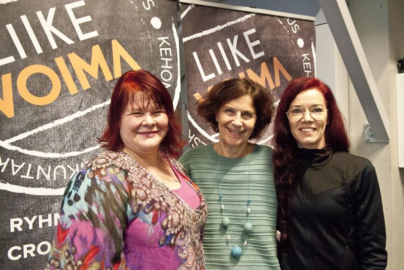 Tiia-Lotta Lintula (oik.) ja Eva-Lena Huhtala (vas.) järjestävät Minun voimani -messut sunnuntaina. Kaija Jestoi (keskellä) on messujen suojelija.