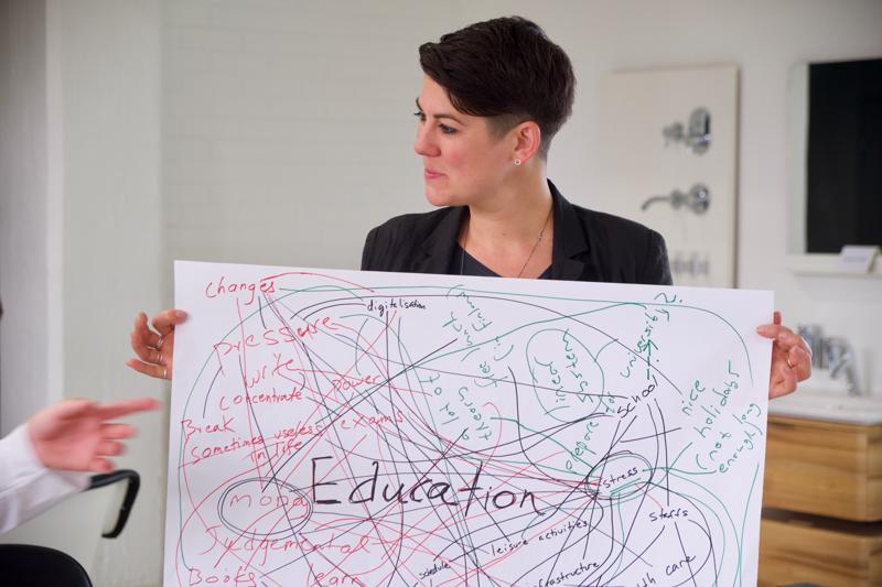 Materiaalin opetuksellisesta sisällöstä vastaa yksi maailman johtavista kiertotalousasiantuntijoista, YK:n palkitsema Leyla Acaroglu.