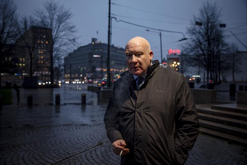Yhdysvaltalainen tutkiva toimittaja Ethan Guttman vieraili Helsingissä kertomassa Kiinassa tehtävistä elinryöstöistä.
