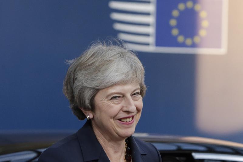 Britannian pääministeri Theresa May esittelee huomenna keskiviikkona brexit-sopimusluonnoksen tekstin ministereilleen.