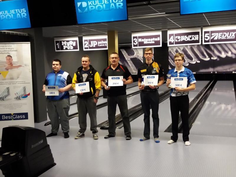 Viisi parasta vasemmalta: Tomi Keiski, Juha Ollonqvist, Asko Halmetoja, Teemu Putkisto ja Simon Tissarinen.