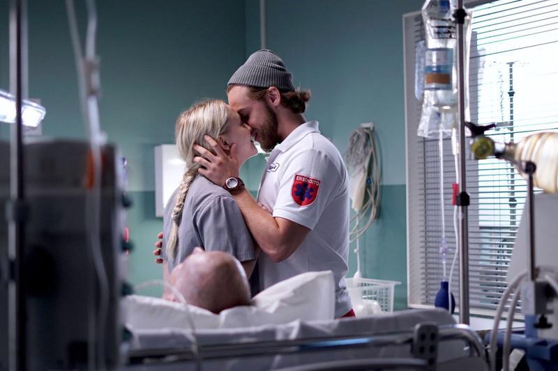 Uudet hahmot lähihoitaja Aino (Amelia Blauberg) ja ensihoitajaharjoittelija Nikke (Janne Saarinen) tekevät tuttavuutta traumapolin arjessa.
