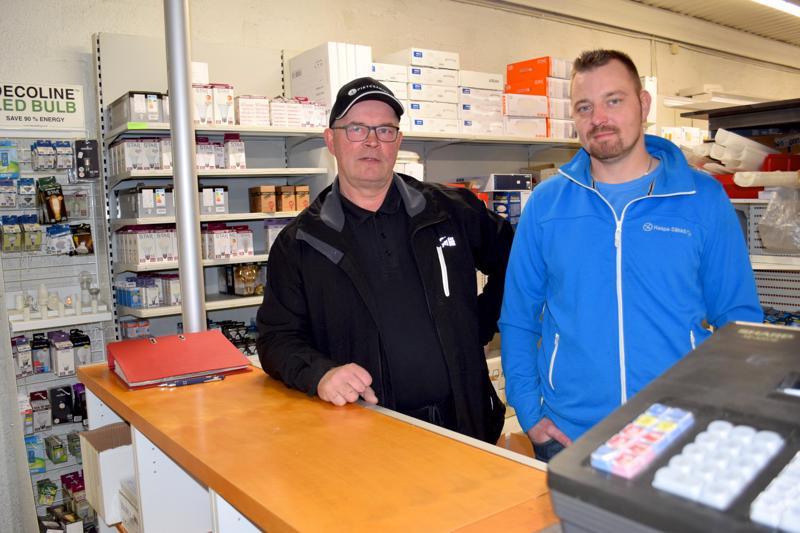 Jorma Miettunen ja Iiro Flink omistavat Haapa-Sähkön Haapajärveltä.