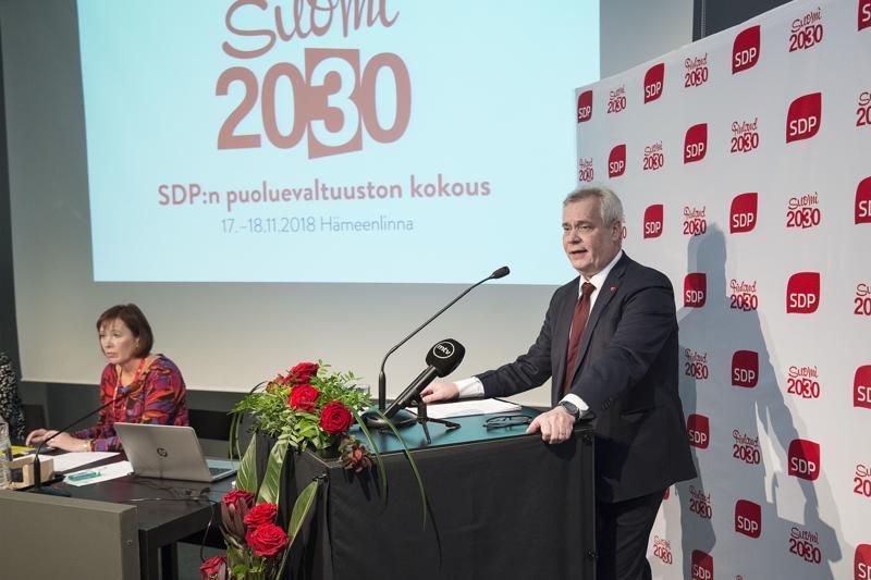 Sdp:n puheenjohtaja Antti Rinne ei tällä kertaa maininnut sanaa synnytystalkoot, vaikka olikin huolissaan tuoreesta väestöennusteesta.