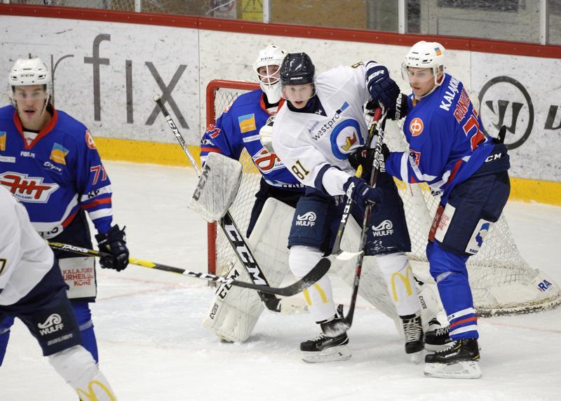 Kiekko Espoo otti vauhdilla isänniltä luulot pois.