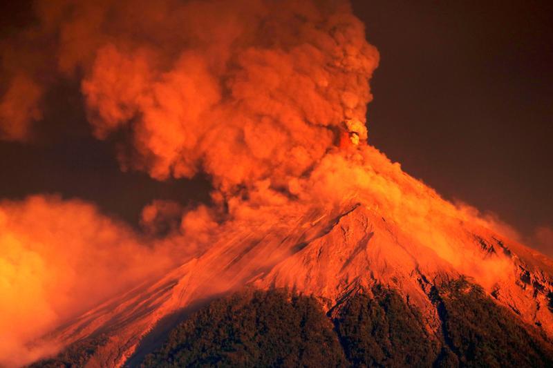 Fuego-tulivuoren purkautuminen Guatemalassa on johtanut tuhansien ihmisten evakuointeihin.