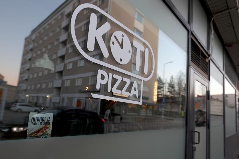 Vuoden franchising-ketjuksi kolmesti valitussa Kotipizzassa on ympäri Suomen noin 270 ravintolaa, 300 yrittäjää ja 1700 työntekijää, jotka tekevät 10 miljoonaa pizzaa vuodessa. Kuva Kajaanista.