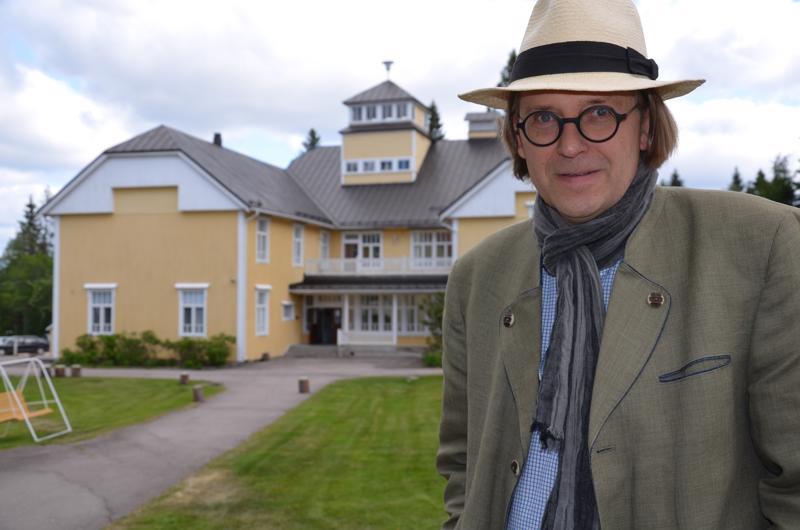 Raudaskylän Kristillisen Opiston rehtori Jukka Hautala kuvaa oppilaitoksen tehtävää yleissivistäväksi.