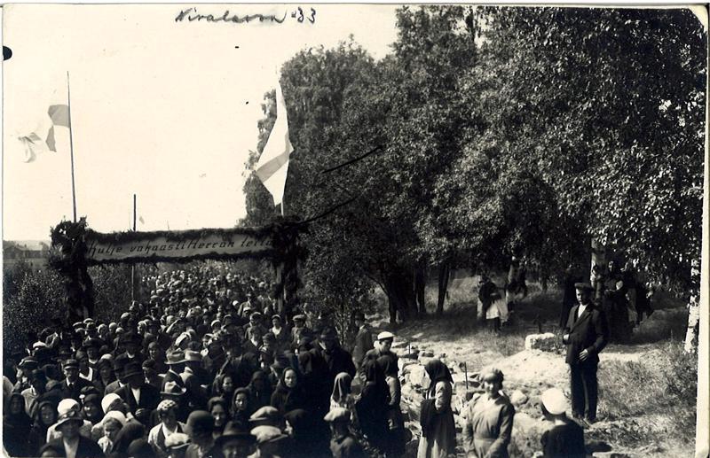 Vuonna 1933 Nivalan herättäjäjuhlilla on juhlaväkeä arvioitu olleen 8000. Ensi kesänä juhlille odotetaan 30 000 juhlavierasta.