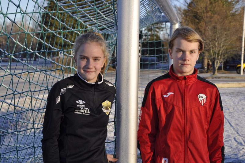 Kisat edessä. Kannuslaiset Oosa Niemonen ja Jani Mäenpää valmistautuvat jalkapalloilijoiden SM-taitokisoihin, jotka pidetään Imatralla 1. joulukuuta.