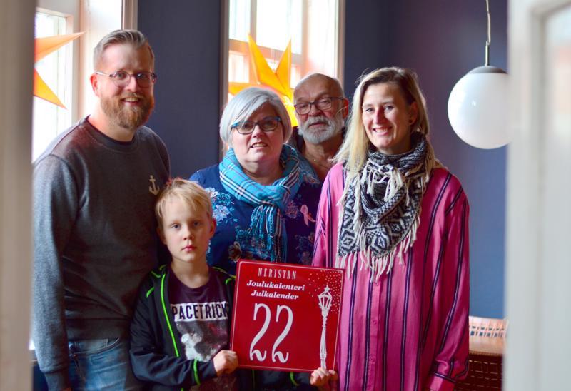 Kasper Tammela, Knut, Kristiina Teerikangas, Pepe Rokala ja Heidi Nyblom Kuorikoski kertovat, että joulukalenteriperinnettä halutaan vaalia.