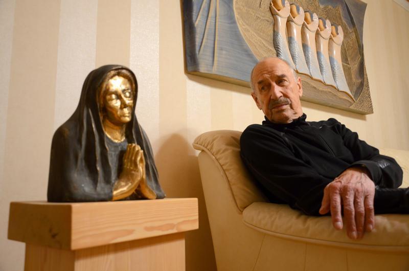 Hengelliset aiheet näkyvät Aimo Vähäkainun taiteessa.