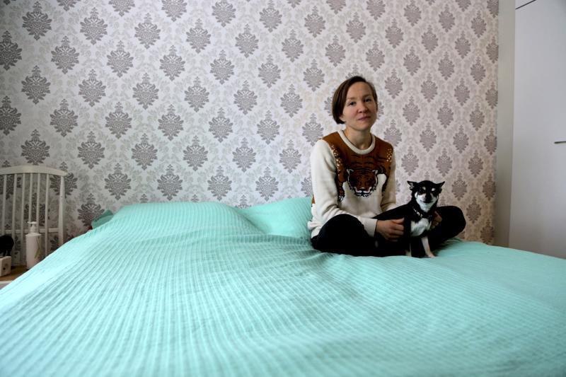 Helena Tanhua pistää huonoina uniaikoina korvatulpat korviin ja odottaa öisin unta. Perheeseen muutti myös vastikään 5-vuotias chihauhau lasten iloksi ja kävelyseuraksi.