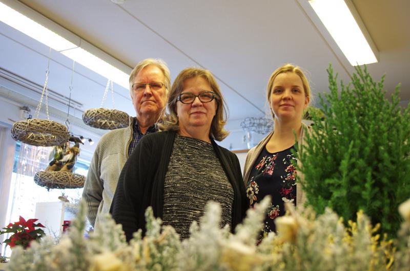 Reijo, Riitta ja Saija Laurila ottivat adressivälityksen yritykseensä lakikiemuroiden selvittelyn jälkeen.