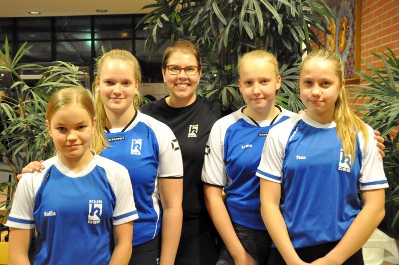 Sofia Nurkkala (vas.), Wilma Lakanen, valmentaja Ilona Isoaho, Henna Känsäkangas ja Teea Jestoi ovat valmistautuneet hyvin viikonlopun mestaruusuinteihin.