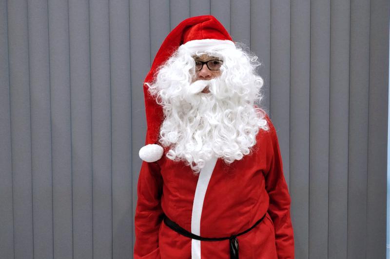 Joulupukki 7.Tuli ja jää ovat hänelle tuttuja elementtejä.