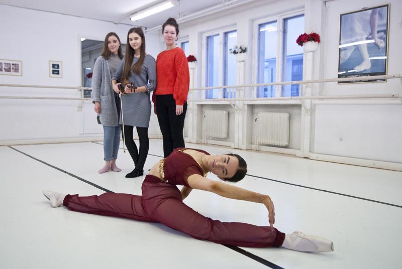 Melissa Biskop tanssii Arabialaisen tanssin ja viulistit Olivia Ojanen, Emma Boutov ja Elli McLoud säestävät.