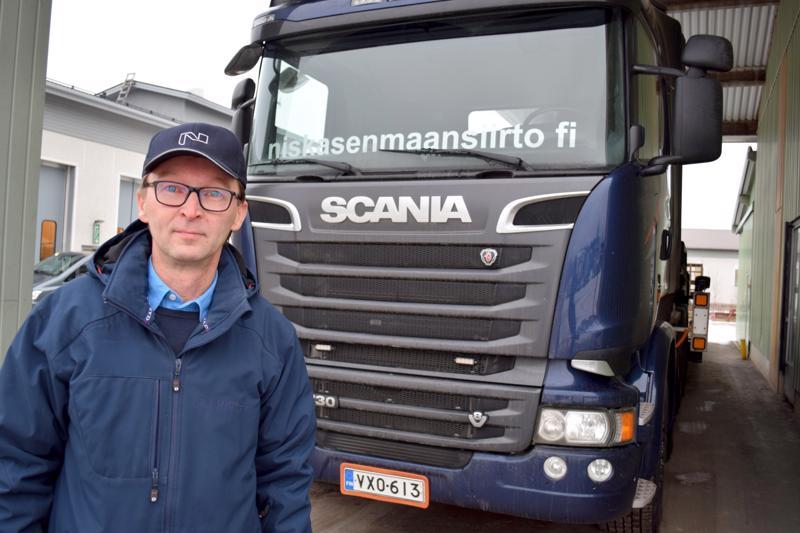 Pekka Niskanen ja Niskasen Maansiirto Oy Haapajärveltä saivat tämänvuotisen maakunnallisen yrittäjäpalkinnon Keski-Pohjanmaan Yrittäjiltä.