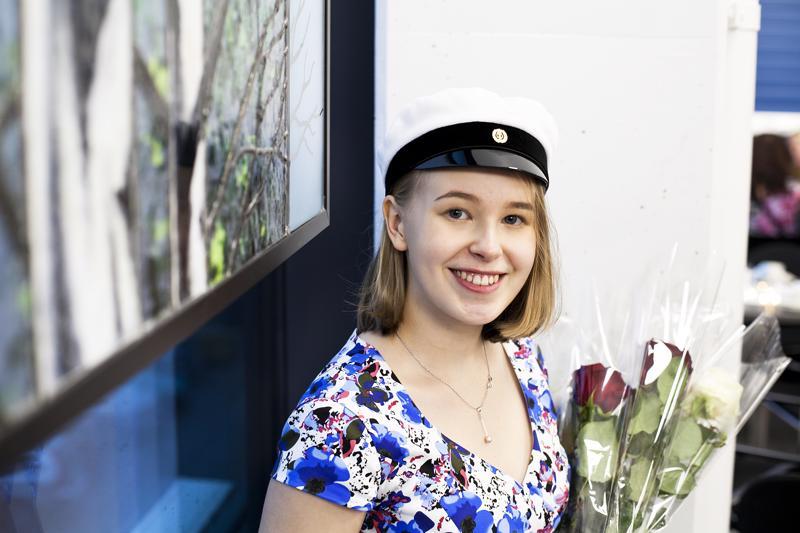 Sofia Forslud on yksi syksyn tuoreista ylioppilaista.