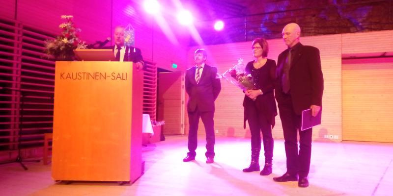 Kaustisella illan juhlakalaaseissa palkittiin kunnan alkutuottajina Katri-Helena ja Asko Huntus.