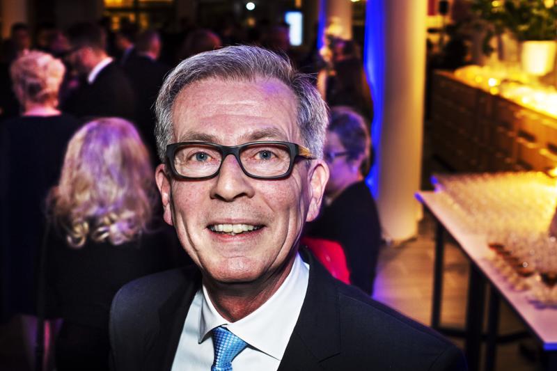 Jyrki Mäkynen kehotti Ylivieskassa maakunnan yrittäjiä taistelemaan pelotta uudistusten puolesta. Kyse on kaikkien suomalaisten paremman elämän edistämisestä.